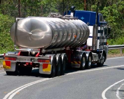 truck_tanker_water_carrier_metal_vehicle_road_traffic_danger-859892.jpg!d